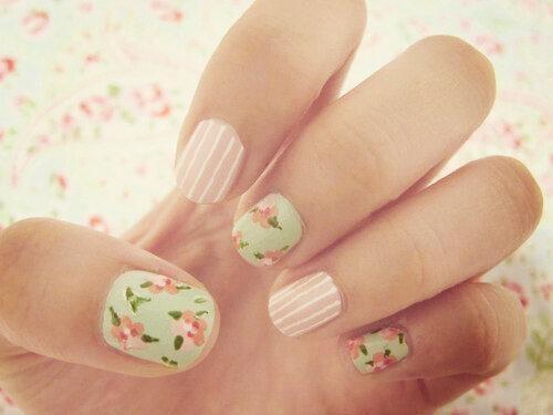 Tante immagini di unghie decorate per scegliere la nail art preferita