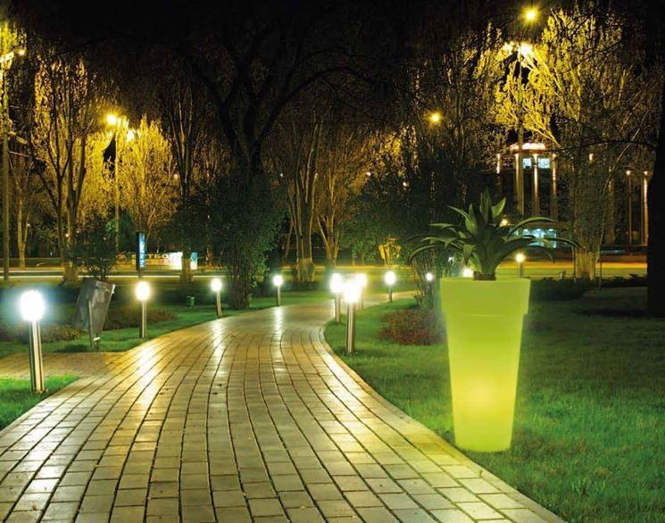 Luce in giardino: quando lilluminazione esterna cambia tutto