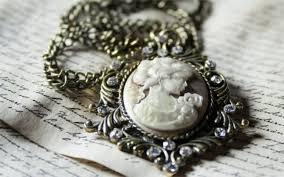 Il fascino eterno dei gioielli antichi